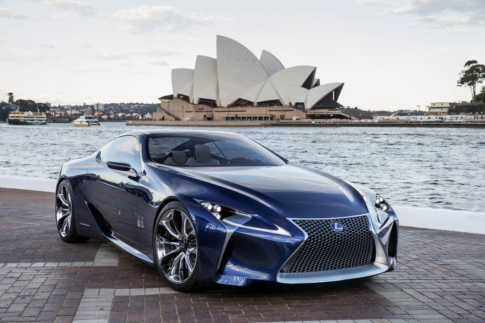 LF-LC 2+2 hybrid sports coupe