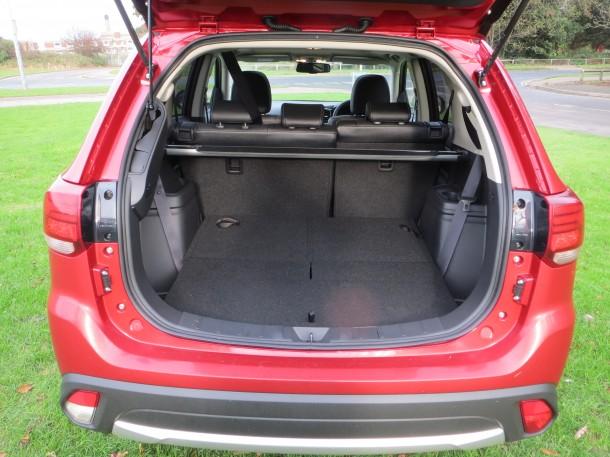 Mitsubishi Outlander 2.2 DI-D GX4 Auto road test report and review