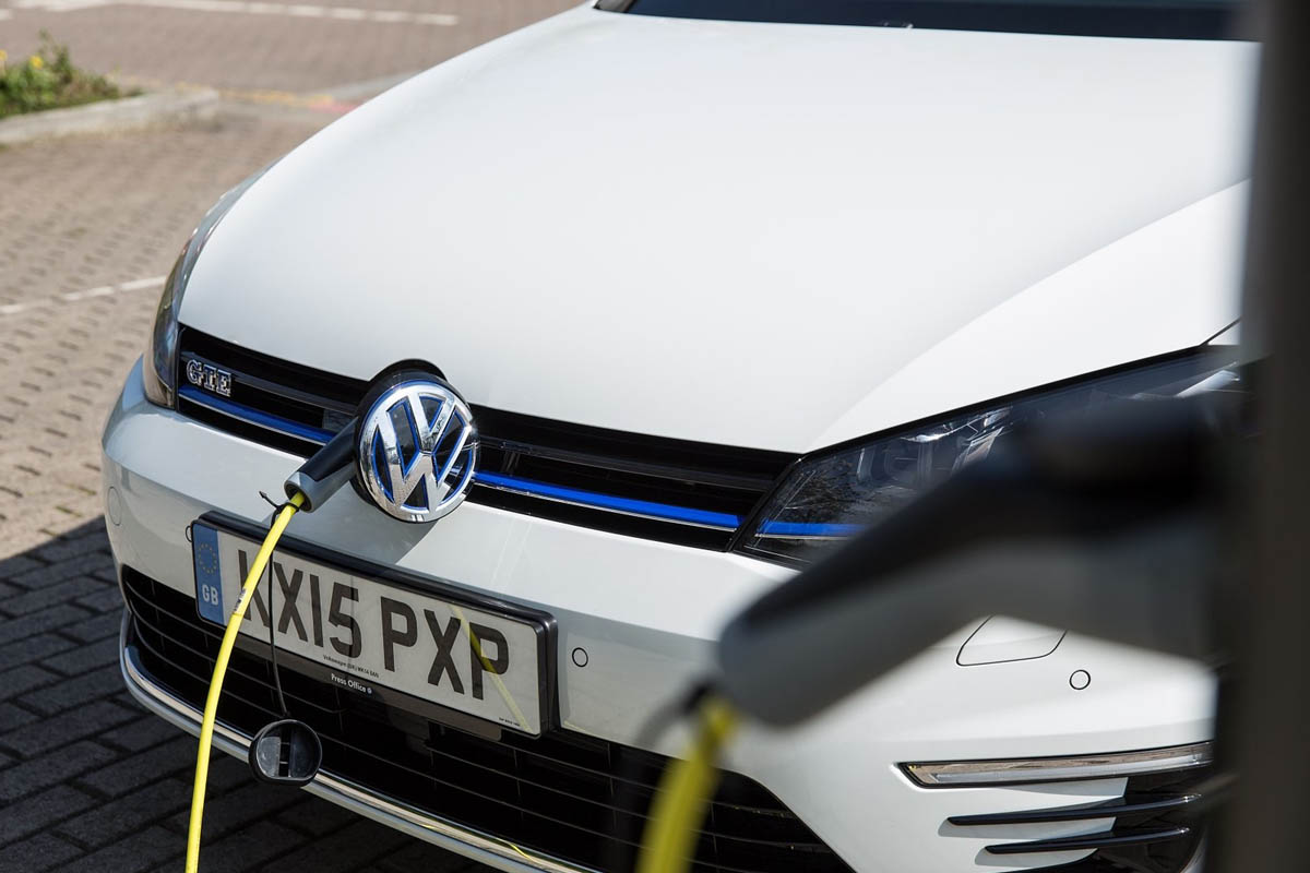 Vw Golf Gte Plug In Hybrid Review Road Test Report
