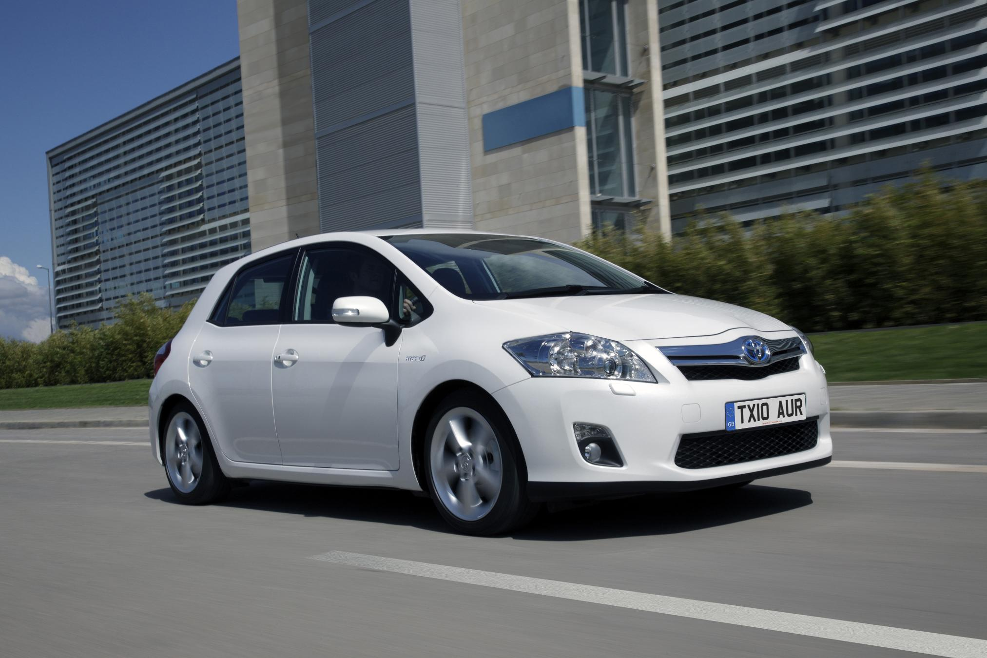 auris hybrid is clever but will it save you money wheel world reviews. Black Bedroom Furniture Sets. Home Design Ideas