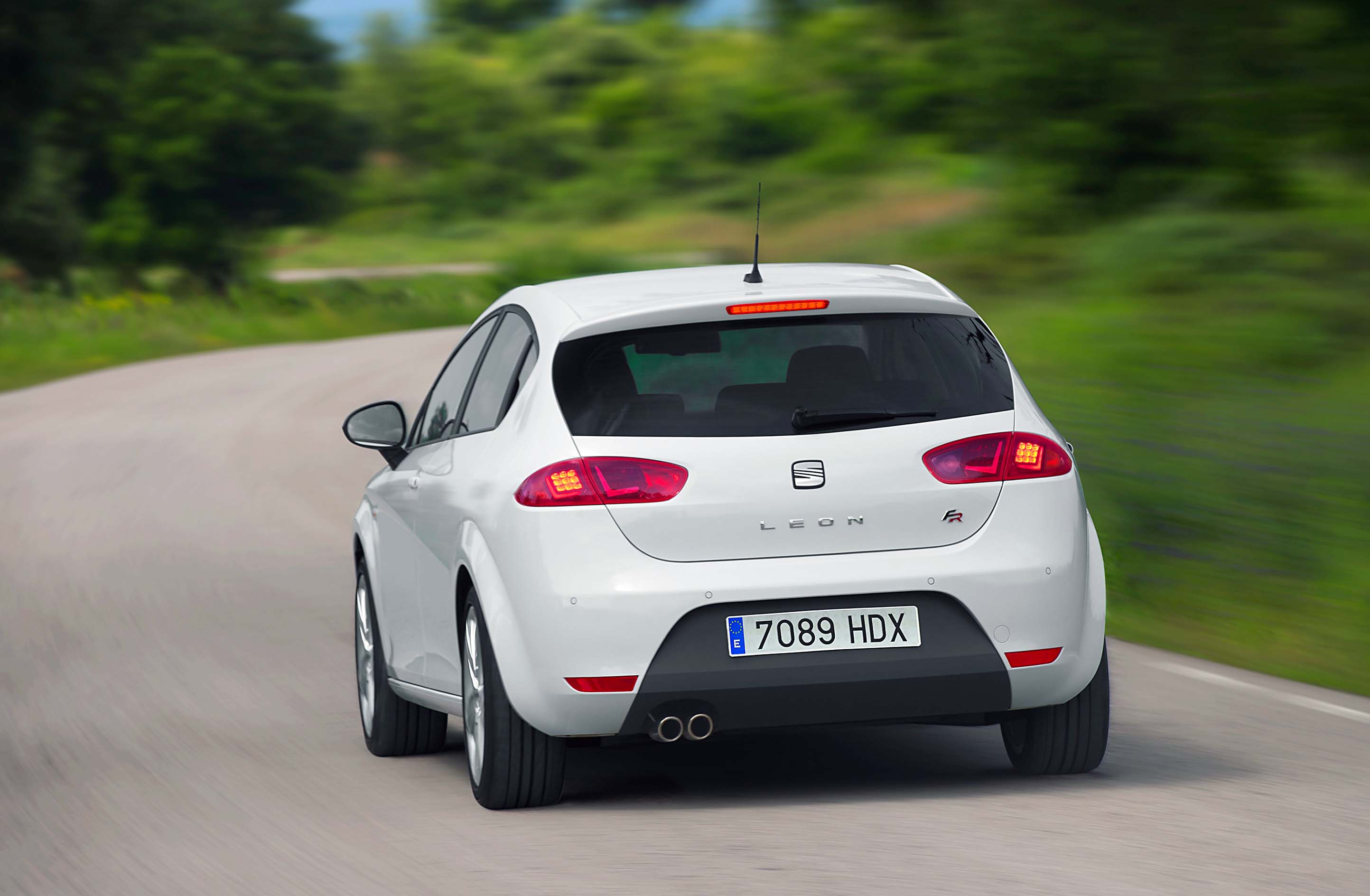 stealthy look as standard for seat 39 s leon fr wheel world reviews. Black Bedroom Furniture Sets. Home Design Ideas