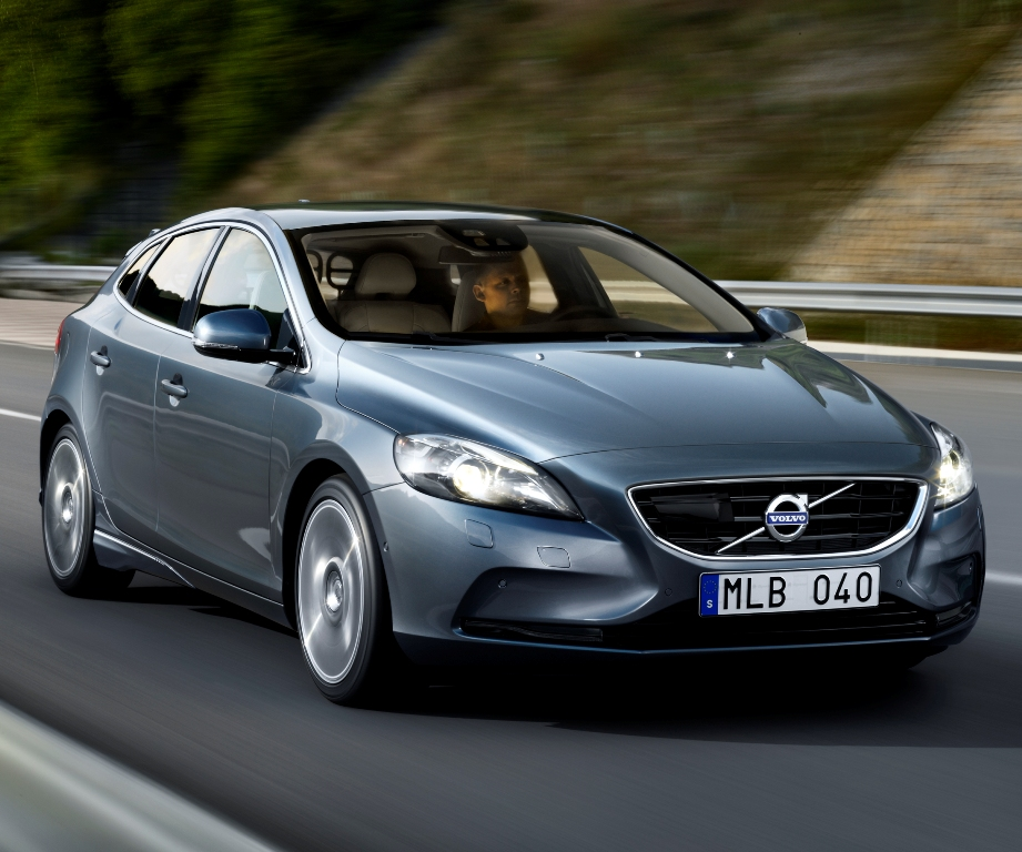 Volvo Showcases V60 Hybrid And V40 At Goodwood