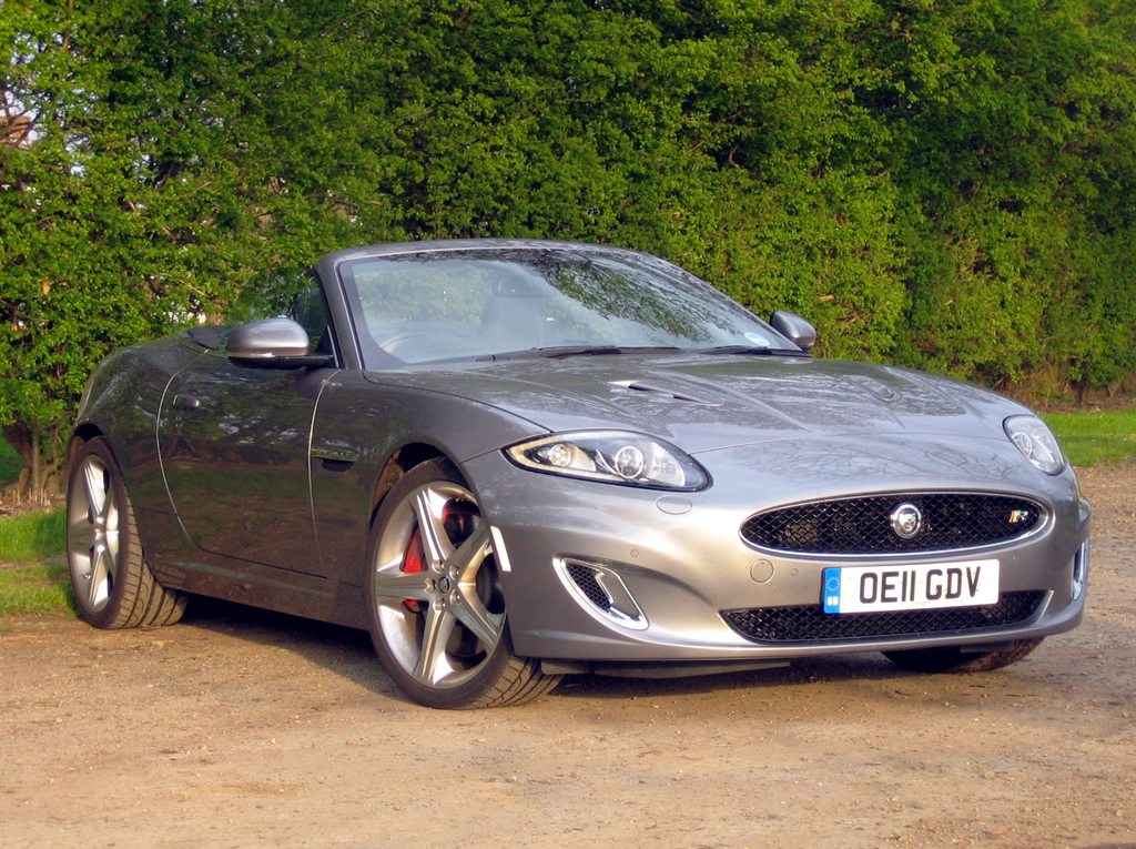 jaguar xkr road test and review one fast car two extreme reactions. Black Bedroom Furniture Sets. Home Design Ideas