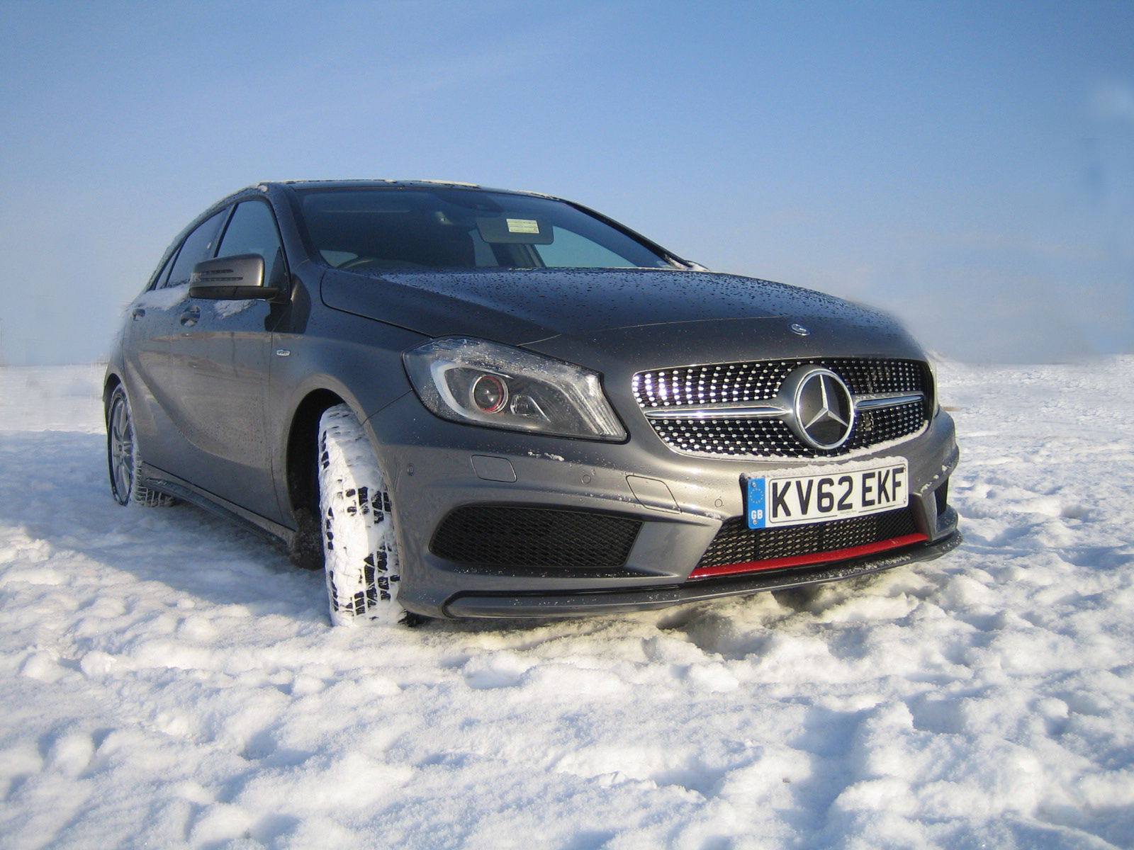 Mercedes benz a class on continental contiwintercontact for Mercedes benz tyres