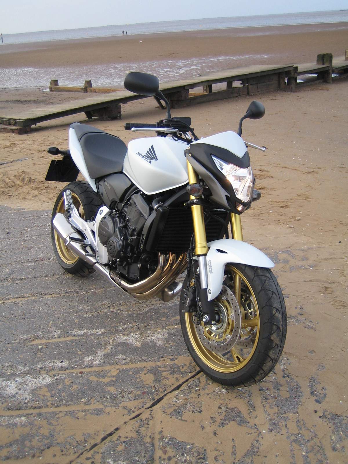 Review Honda Hornet Cb600f A Road Test Proves Naked Streetfighters