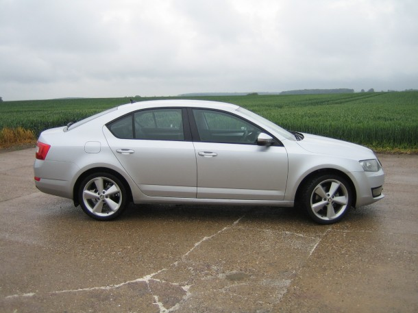 Skoda Octavia Elegance 1.6 TDI CR 105PS DPF road test report and review