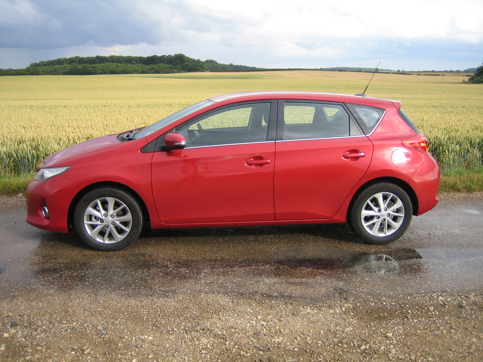 toyota auris icon 1 4 d4d road test reveals and review. Black Bedroom Furniture Sets. Home Design Ideas
