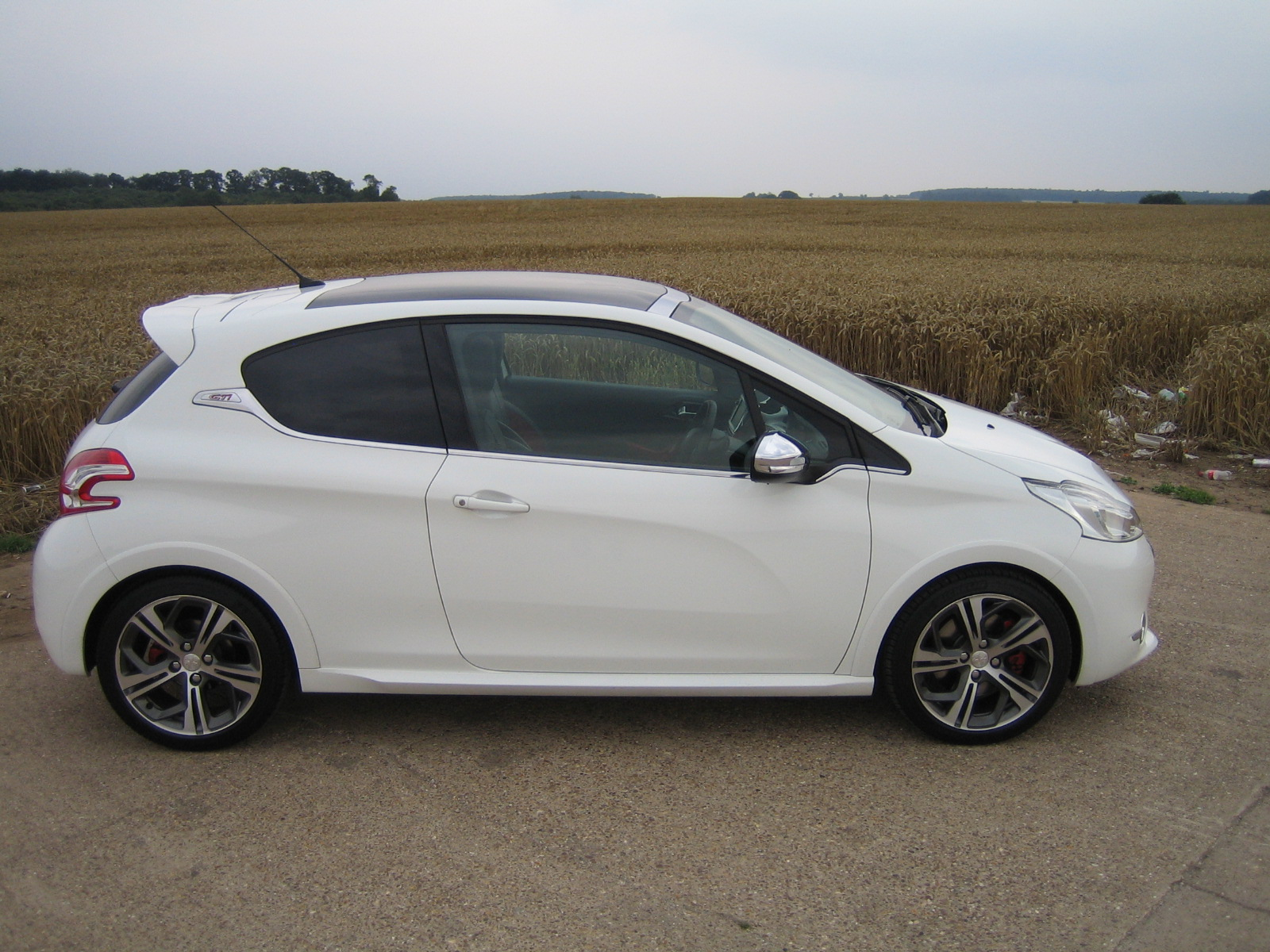 peugeot 208 gti 1 6 thp 200 road test shows new hot hatch is best yet. Black Bedroom Furniture Sets. Home Design Ideas