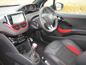 Peugeot 208 GTI (2)