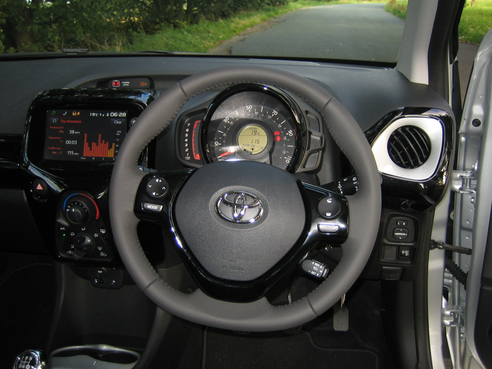 Toyota Aygo 1 0 Vvt X Cite Road Test Report And Review on touch screen car radio in