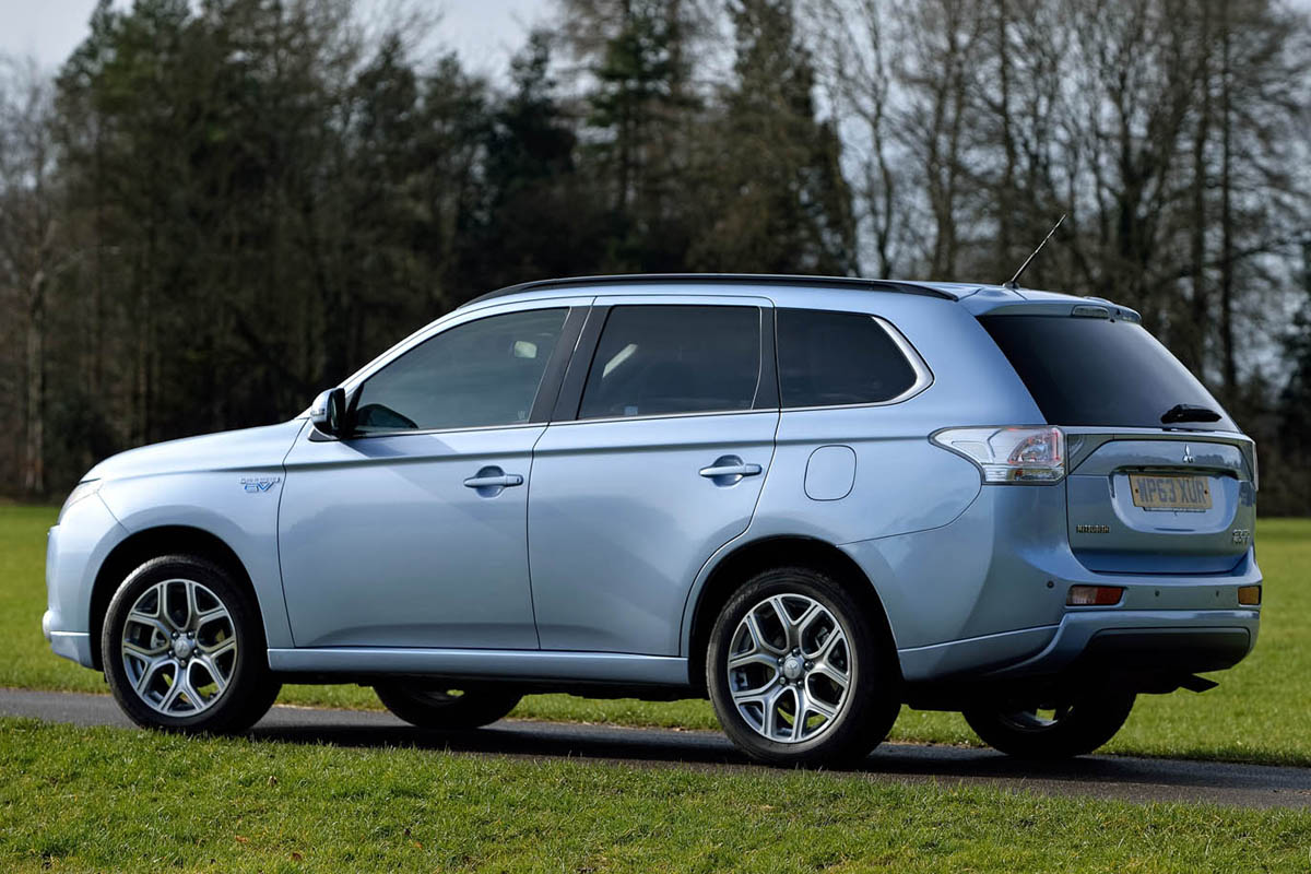 mitsubishi outlander phev road test review wheel world reviews. Black Bedroom Furniture Sets. Home Design Ideas