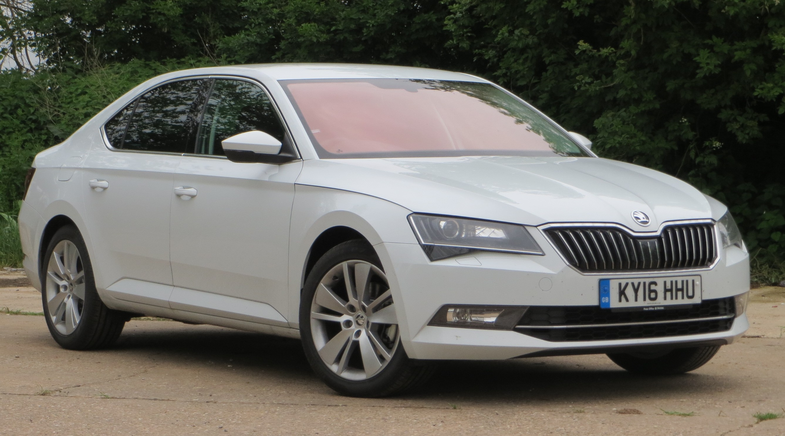 skoda superb se l executive road test report and review. Black Bedroom Furniture Sets. Home Design Ideas