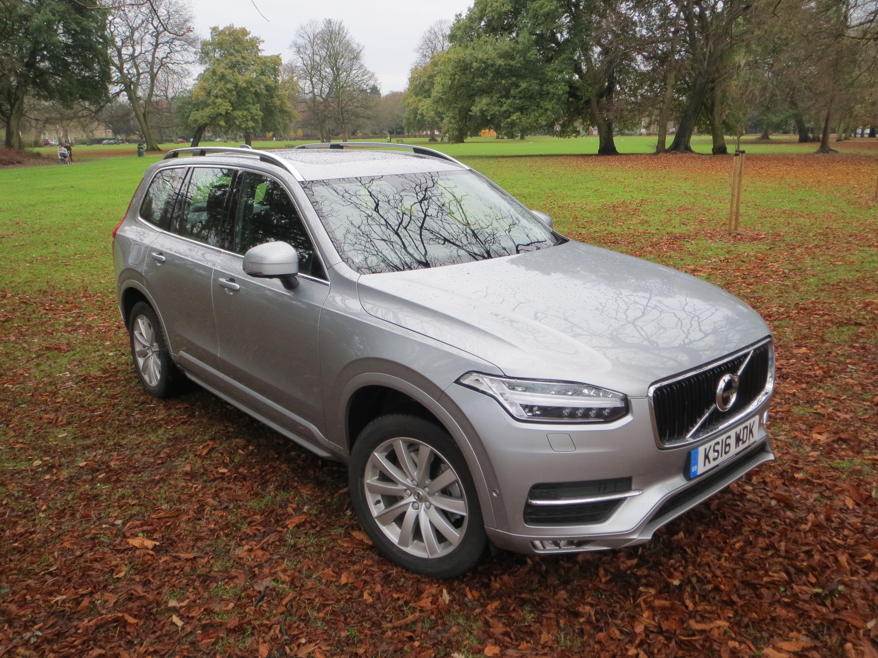 volvo xc  awd power pulse momentum road test report  review wheel world reviews